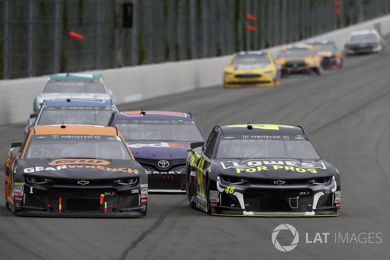 Jimmie Johnson, Hendrick Motorsports, Chevrolet Camaro Lowe's for Pros Jamie McMurray, Chip Ganassi Racing, Chevrolet Camaro GEARWRENCH