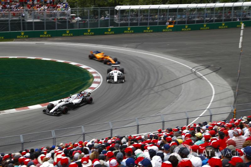 Sergey Sirotkin, Williams FW41, leads Marcus Ericsson, Sauber C37 and Stoffel Vandoorne, McLaren MCL
