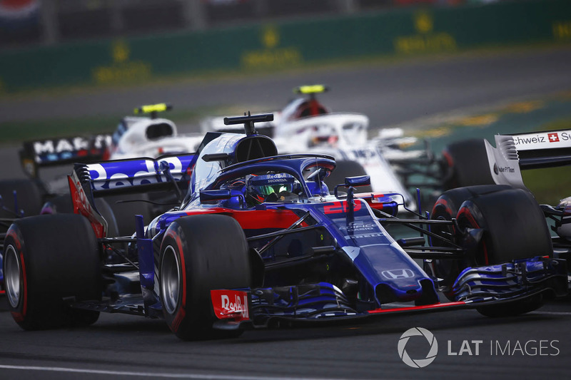 Brendon Hartley, Toro Rosso STR13 Honda, leads Charles Leclerc, Sauber C37 Ferrari, and Sergey Sirot