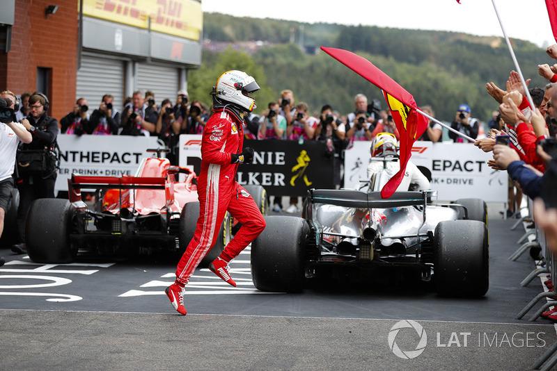 Sebastian Vettel, Ferrari, merayakan kemenangan di parc ferme