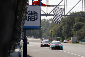 Checkered flag for Jean-Karl Vernay, Leopard Lukoil Team Audi RS3 LMS TCR