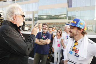 Fernando Alonso, McLaren, avec Flavio Briatore sur la grille