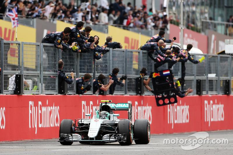 Ganador de la carrera Nico Rosberg, Mercedes AMG F1 W07 Hybrid