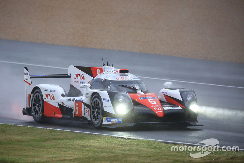 #5 Toyota Racing Toyota TS050 Hybrid: Ентоні Девідсон Себастьян Буемі, Казукі Накадзіма