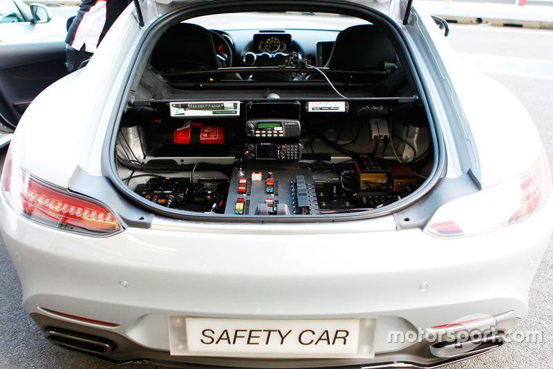 Автомобіль безпеки FIA