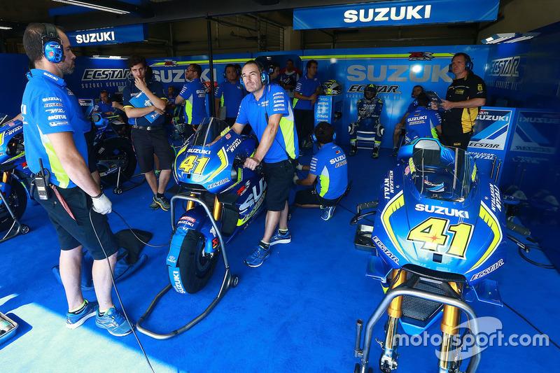 Team Suzuki MotoGP, atmosfera nel garage