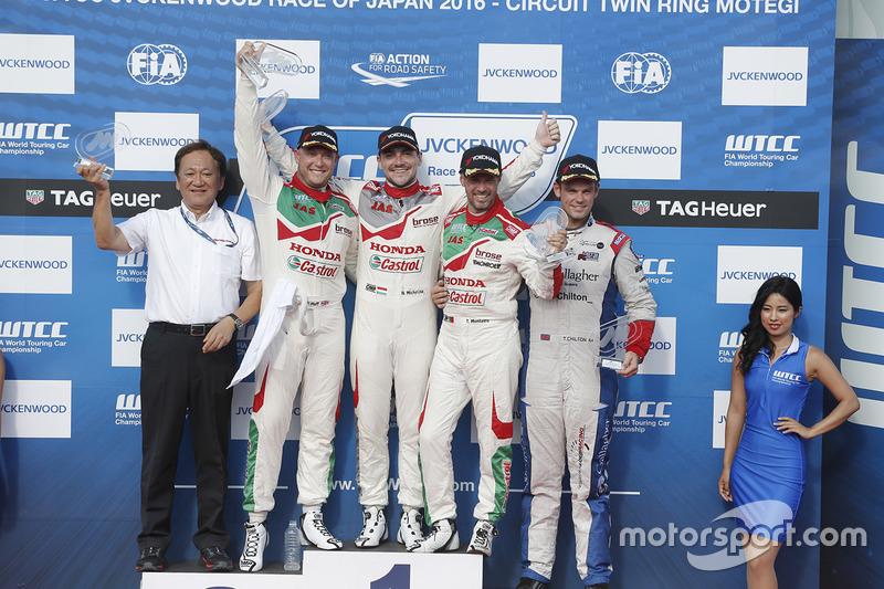 Podium: winner Norbert Michelisz, Honda Racing Team JAS, second place Rob Huff, Honda Racing Team JA