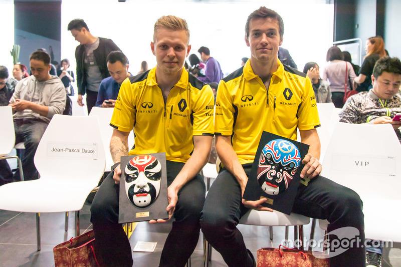 Jolyon Palmer and Kevin Magnussen, Renault Sport F1 Team