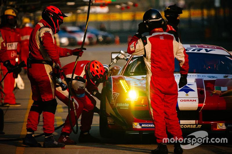 El Ferrari #83 de Francois Perrodo, Emmanuel Collard y Rui Aguas