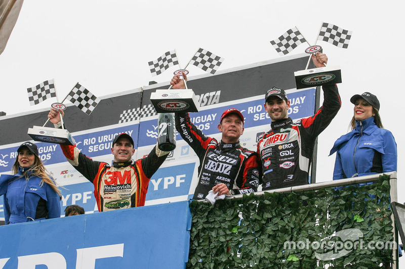 Podium: second place Mariano Werner, Werner Competicion Ford, race winner Guillermo Ortelli, JP Racing Chevrolet