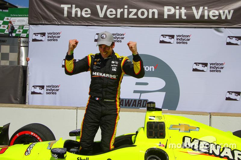 Ganador de la pole Simon Pagenaud, Team Penske Chevrolet