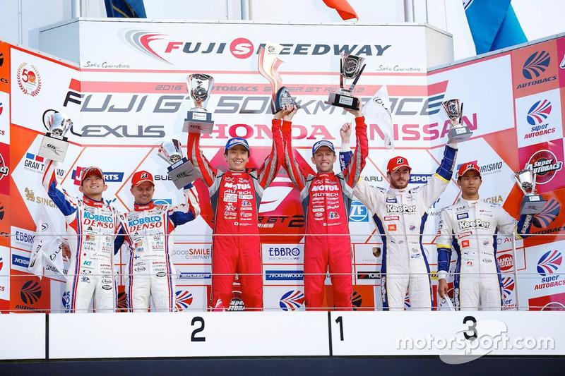 Podium GT500: race winners Tsugio Matsuda, Ronnie Quintarelli, Nismo, second place Heikki Kovalainen
