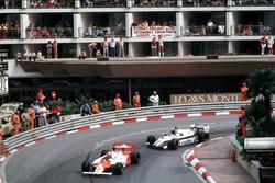 John Watson, McLaren MP4/1B-Ford Cosworth vor Derek Daly,  Williams FW08 Ford