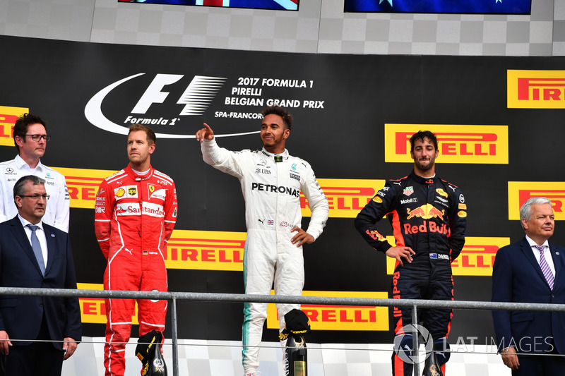 Andy Shovlin, Mercedes AMG F1 Engineer, Sebastian Vettel, Ferrari, Lewis Hamilton, Mercedes AMG F1 and Daniel Ricciardo, Red Bull Racing on the podium