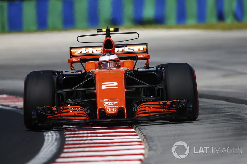 Stoffel Vandoorne, McLaren MCL32, se sigue de largo