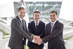 أوليفيه بلوم، الرئيس التنفيذي لبورشه وأليخاندرو عجاج، الرئيس التنفيذي للفورمولا إي ومايكل شتاينر، بورشه
