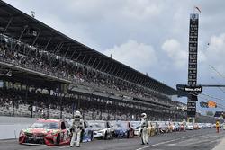 Rote Flagge: Kyle Busch, Joe Gibbs Racing Toyota, und Co. in der Boxengasse