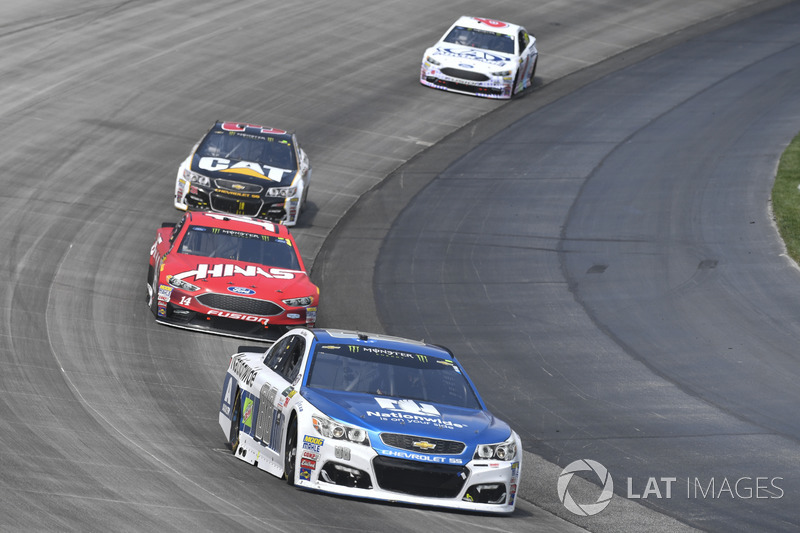 Dale Earnhardt Jr., Hendrick Motorsports, Chevrolet; Clint Bowyer, Stewart-Haas Racing, Ford; Ryan N