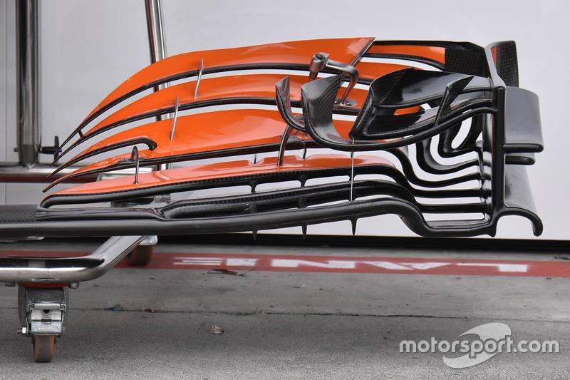 McLaren MCL32 2017 року