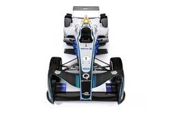 Автомобиль Формулы E в окрасе Allianz