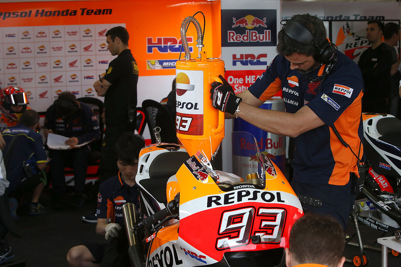 Repsol Honda Team mechanic