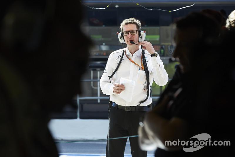 Инженер Mercedes AMG F1 Энди Шовлин