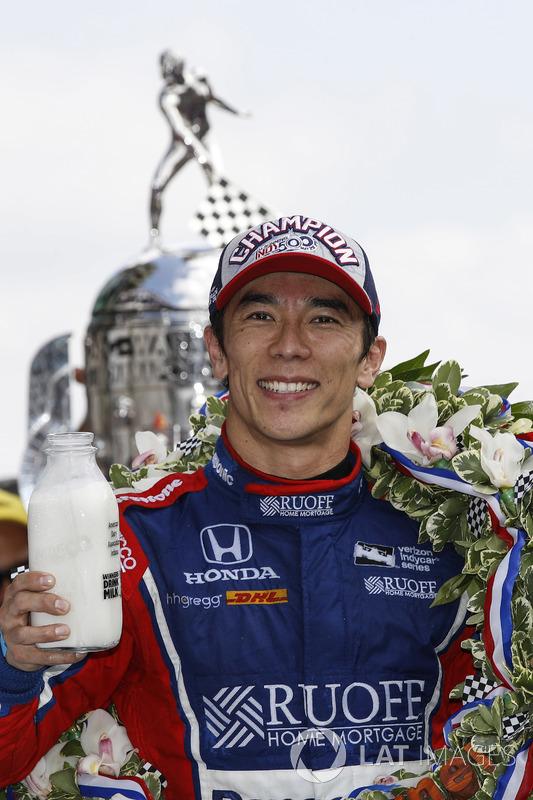 Winner Takuma Sato, Andretti Autosport Honda celebrates