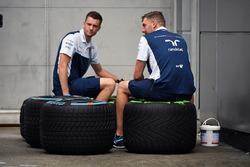 Meccanici Williams e pneumatici Pirelli