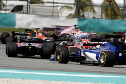 Carlos Sainz Jr., Scuderia Toro Rosso STR12, Sebastian Vettel, Ferrari SF70H, Marcus Ericsson, Sauber C36, at the start