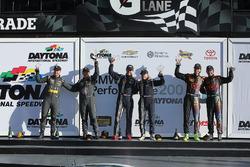Подіум в абсолюті: Переможці гонки - Біллі Джонсон, Скотт Махвелл, друге місце - Метт Пламб, Х'ю Пла