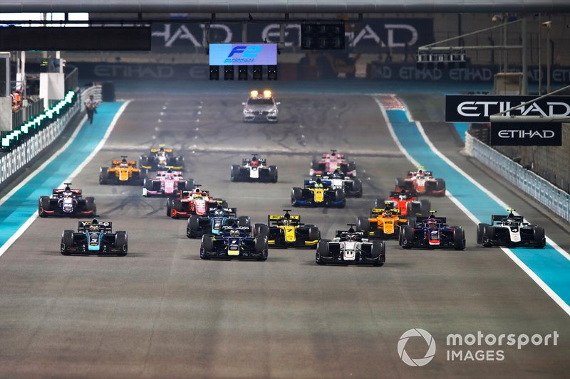 Callum Ilott, Sauber Junior Team by Charouz, leads at the start of the race