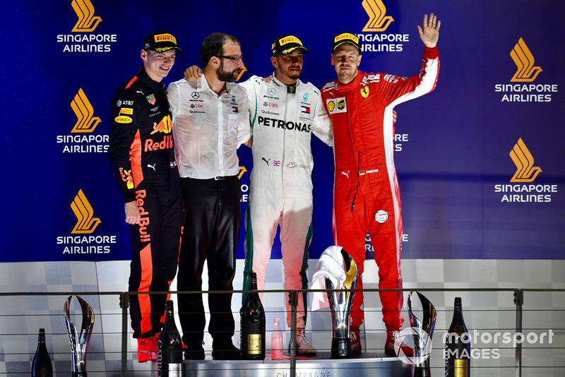 Max Verstappen, Red Bull Racing, Lewis Hamilton, Mercedes AMG F1 y Sebastian Vettel, Ferrari celebra