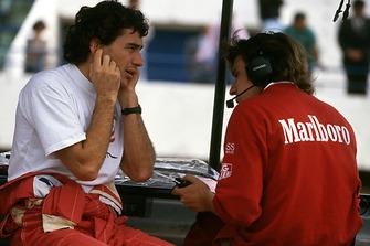 Ayrton Senna, McLaren, esprime a Pat Fry la sua opinione sul motore Chrysler / Lamborghini V12 che la McLaren sta valutando