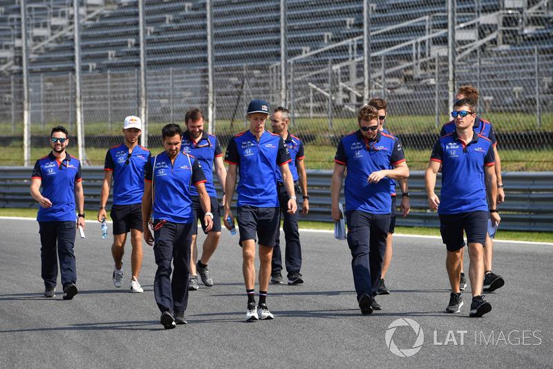 Brendon Hartley, Scuderia Toro Rosso ispeziona il circuito