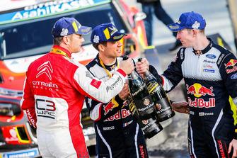 الفائز بالرالي سيباستيان لوب، سيتروين موتورسبورت، المركز الثاني سيباستيان أوجييه ، أم-سبورت فورد، المركز الثالث إلفين إيفانز، أم-سبورت فورد