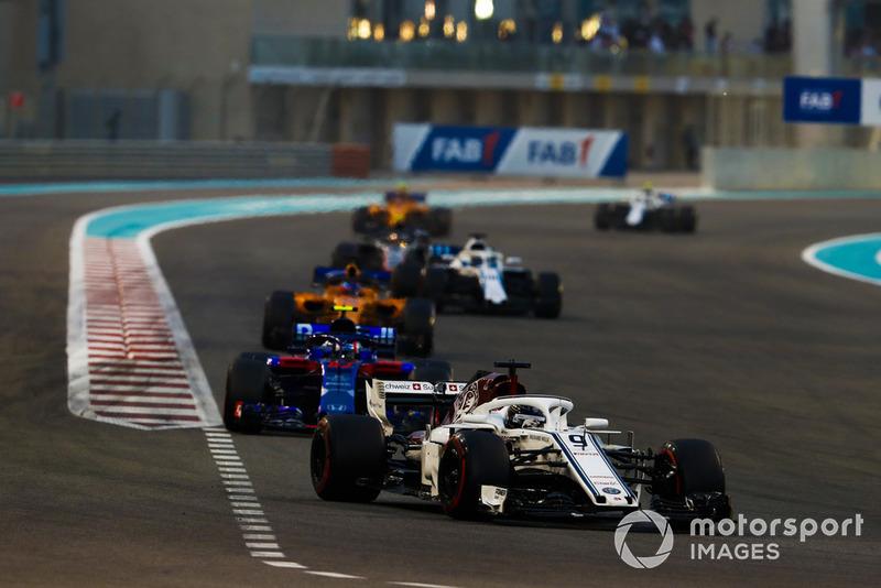 Marcus Ericsson, Sauber C37, precede Pierre Gasly, Scuderia Toro Rosso STR13, Fernando Alonso, McLaren MCL33, e Lance Stroll, Williams FW41