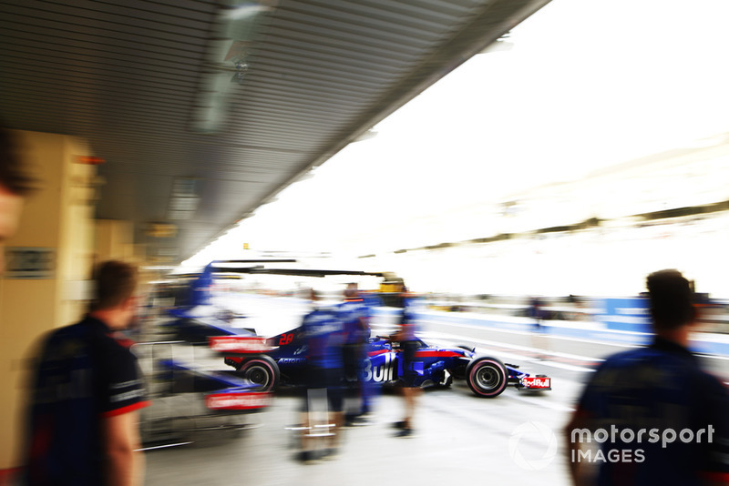 Brendon Hartley, Toro Rosso STR13, sort du garage