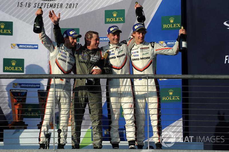 I vincitori Timo Bernhard, Earl Bamber, Brendon Hartley, Porsche Team