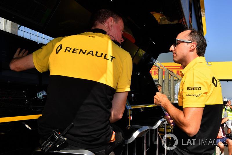 Robert Kubica, Renault Sport F1 Team and Alan Permane, Renault Sport F1 Team Race Engineer