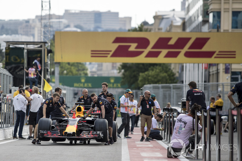 Red Bull Racing RB13 in der Boxengasse