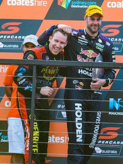 Podium: race winner Shane van Gisbergen, Triple Eight Race Engineering Holden, third place David Reynolds, Erebus Motorsport Holden