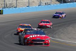 Kurt Busch, Stewart-Haas Racing Ford and Matt Kenseth, Joe Gibbs Racing Toyota