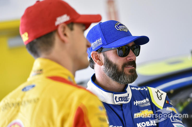 Jimmie Johnson, Hendrick Motorsports Chevrolet, Joey Logano, Team Penske Ford