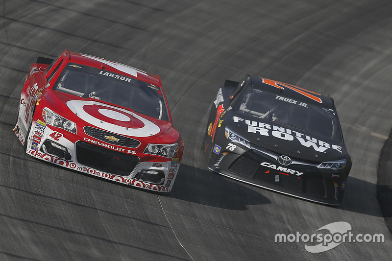 Kyle Larson, Chip Ganassi Racing Chevrolet, Martin Truex Jr., Furniture Row  Racing