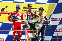 Podium: race winner Valentino Rossi, second place Max Biaggi, third place Tohru Ukawa