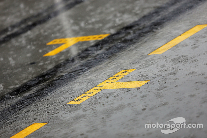 A rain storm hits the circuit before qualifying