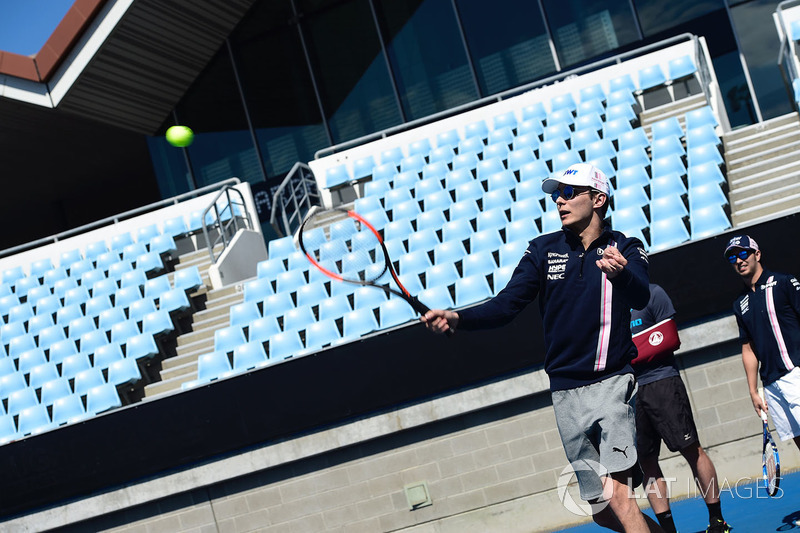 Esteban Ocon, Force India F1 gioca a tennis al Parco di Melbourne