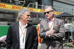 Chase Carey, presidente de Formula One, y Sean Bratches, director general de Operaciones Comerciales, Formula One Group