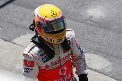 Lewis Hamilton, McLaren MP4-23 heads to the Mclaren garage after his incident