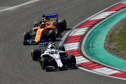 Sergey Sirotkin, Williams FW41 and Stoffel Vandoorne, McLaren MCL33